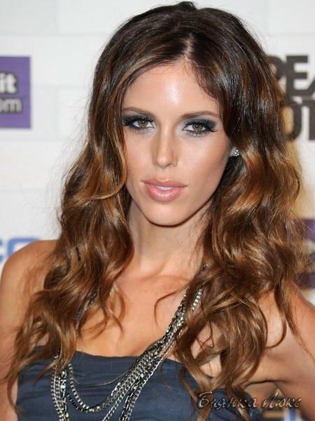 Модные женские стрижки и прически на среднюю длину волос