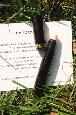 tom-ford-ruchka-konsiler-01