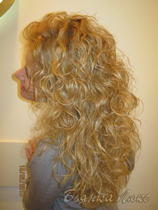 прически на длинные волосы с химической завивкой
